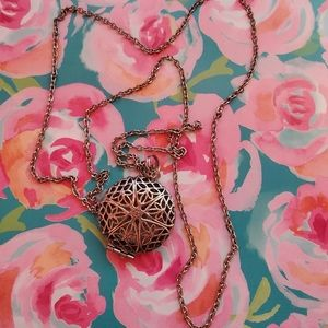 Jewelry - Essential oils diffuser necklace w/ pads